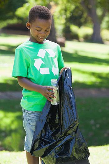Boy Recycling Trash 28986655 S