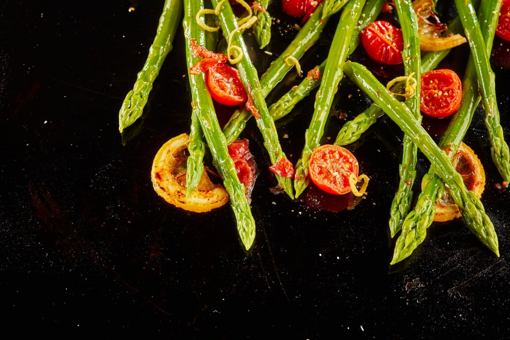 Tasty Sauteed Asparagus With Roast Tomatoes