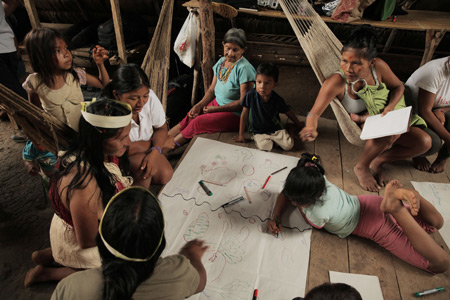 Participatory mapping of Waorani cultural territory. Photo by Mitch Anderson, Amazon Frontlines.